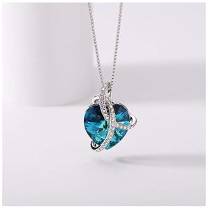 Jewelry - NEW Swarovki Cystal Heart Pendant Necklace